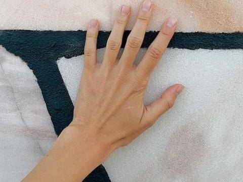 心理测试:你看中哪一只手,测测你未来老公的颜值,神准!