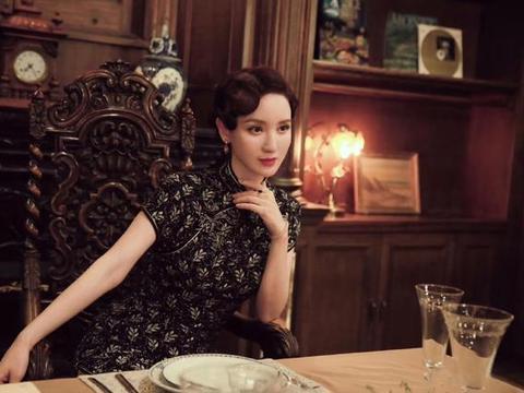 《安家》张萌重回老洋房,穿旗袍妩媚又优雅,这才是豪门阔太范!