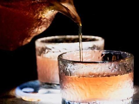 """都是烈酒,为什么调酒师更""""偏爱""""伏特加,白酒不能调鸡尾酒吗"""