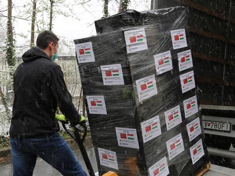 中国建设银行向匈牙利捐赠抗疫医疗物资