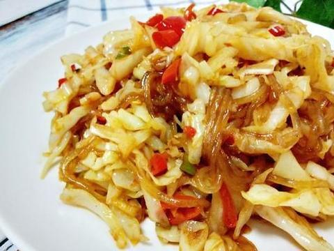 下饭菜:鸭肉炖土豆,啤酒焖鱼,泡菜粉条,清炒腐竹