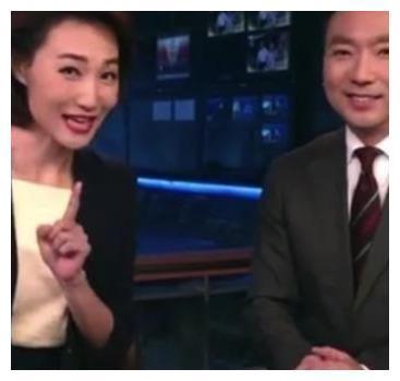 《新闻联播》主持人稿子长啥样?康辉现场展示:难怪从来不会出错