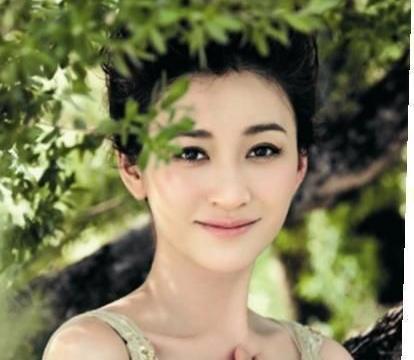 44岁的李小冉是吃了防腐剂吗?素颜状态佳,美得像18岁