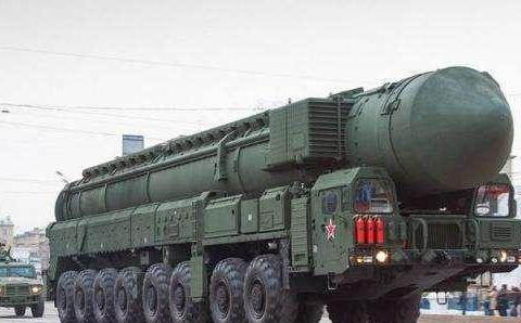 俄出动战略导弹部队,美军B52迅速离开俄领空,北约要求俄军冷静