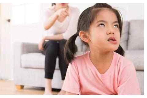 """爱唠叨的父母,会把孩子逼的烦躁没有耐心,从而产生""""超限效应"""""""
