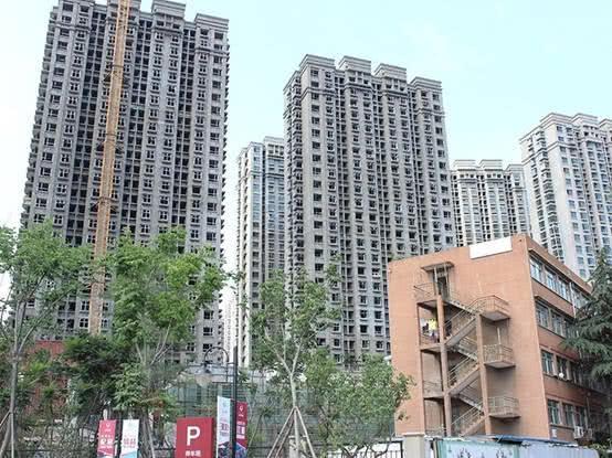 33层的住宅楼,为什么说27楼和28楼最贵?售楼人员说出原因