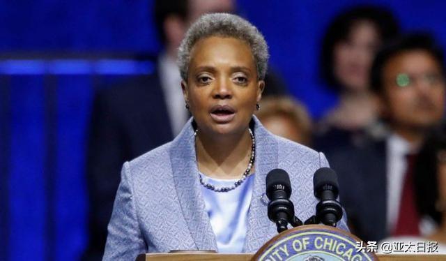 """芝加哥市长违反隔离令出门理发被指责,辩解称""""我是城市名片"""""""