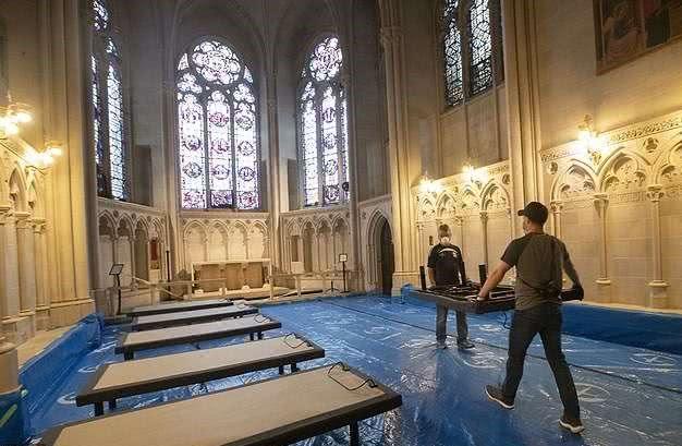 """纽约改造圣约翰大教堂成""""战地医院"""",搭建9顶医疗帐篷400张病床"""