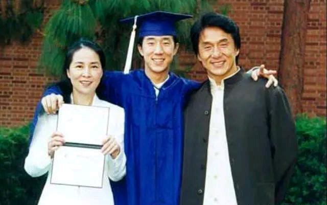 房祖名改回中国籍,被大使馆召见3次,成龙直言中国国籍最难入