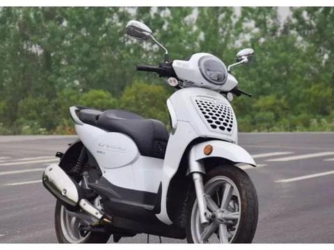 踏板车中的王者,200cc水冷引擎,配博世ABS,极速120,还能摩旅