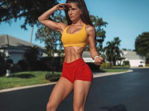 想不到袜子能成为你的腹肌训练利器,6个徒手动作暴汗燃脂瘦腰腹