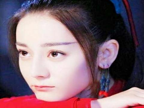 古装剧女神嘟嘴瞬间:郑爽可爱,赵丽颖调皮,最美还是她?