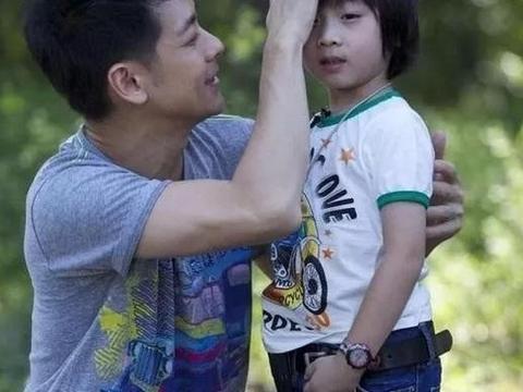 不老男神的儿子Kimi变化也太大了,近照曝光,帅到差点认不出