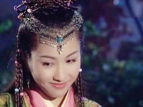 """古装美女""""低头微笑"""",刘诗诗舒服,唐嫣甜蜜,最女神的是她!"""
