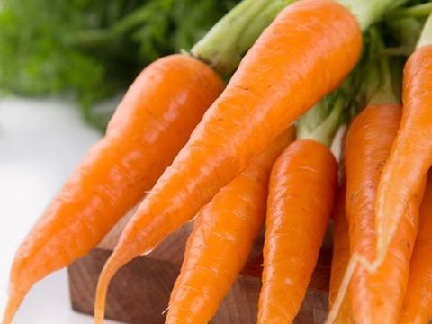 """胡萝卜和他是""""绝配"""",每周吃三次,让眼睛水灵,肚子越吃越瘦"""
