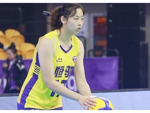 三重挑战!女排世界冠军双腿缠满护具,郎平能否继续重用她?