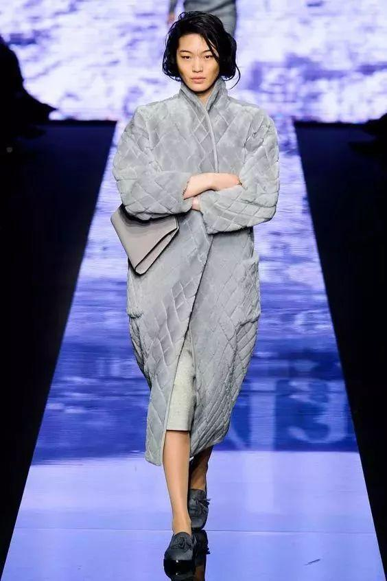 迪丽热巴和柳岩都爱的菱格纹棉衣,穿上它,做自己的女王