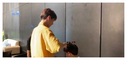 200407 王俊凯搞笑日常更新 灵魂发型师Tony凯上线