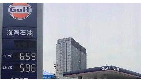 外企加油站来搅局!油价5元一升不能太便宜,车主呼朋唤友来加油