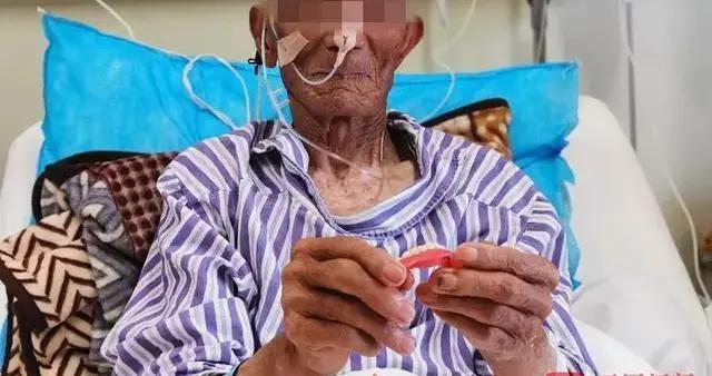 蹊跷!昆明88岁大爹吃香蕉后,一排牙齿失踪!医院检查后惊呆…