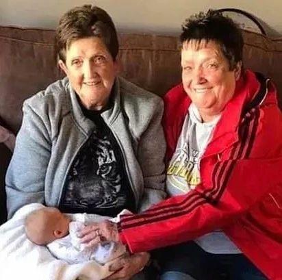 双胞胎姐妹感染后相继去世,哥哥也确诊入院