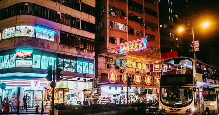 香港特首、司局长及特首办主任未来12个月减薪一成