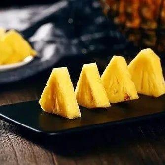 买菠萝时,聪明人碰上这3种菠萝扭头就走,老板扔掉自己都不吃