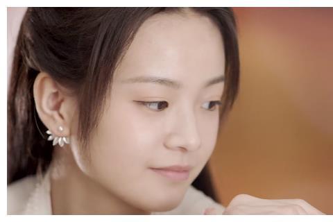 花好月又圆:李庚希造型曝光,淡黄的长裙成亮点,确定是古装剧吗