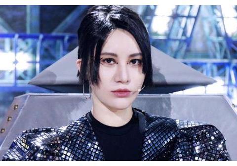 王牌都在声援尚雯婕,谁注意潘长江被淋她的表情?细节暴露人品
