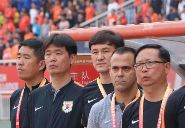 """""""鲁能前助教:李霄鹏是目前中国最好的本土教练 我们关系不错"""""""