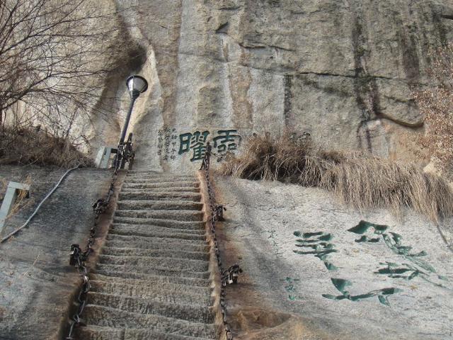 """中国""""最险峻""""石梯,上去之后没有退路,只能硬着头皮一直爬到顶"""