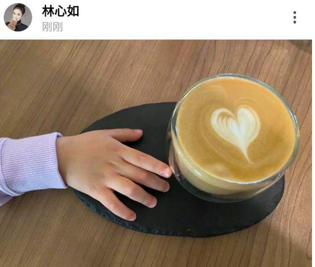 霍建华女儿会享受,小海豚年纪小,却想伸手偷林心如的咖啡喝