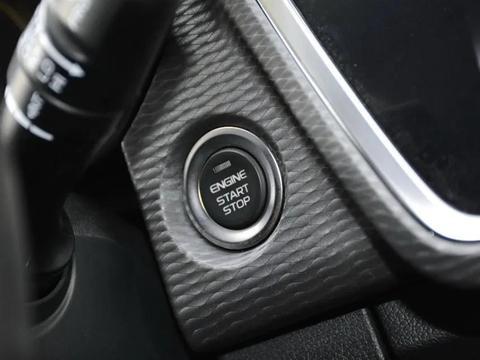 10万能买主动刹车,还有中控大屏,帝豪GL和逸动PLUS该选谁?
