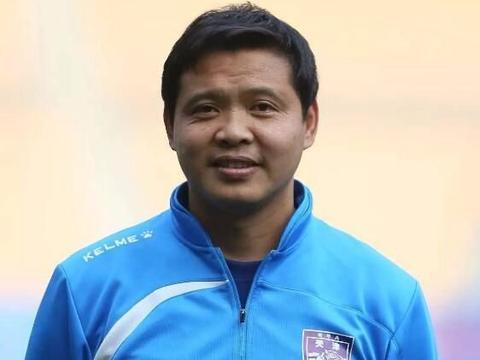 44岁中甲教练颠球完爆国脚,曾获赞中国马拉多纳,小罗给他捡过球