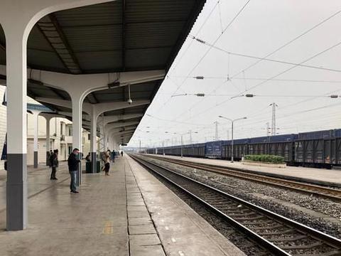 """全国第一条""""环省高铁""""开通,8小时看遍三省风景,起点就是终点"""