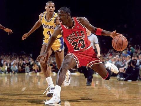 乔丹一条短裤穿20年,纳什舔手指,NBA球星的奇葩癖知多少