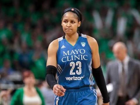 女篮中的乔丹,征战全球各大联赛,冠军被她拿了个遍!