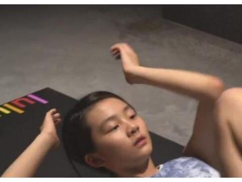 黄磊女儿多多健身上热搜!14岁有明显肌肉线条,别人家的孩子