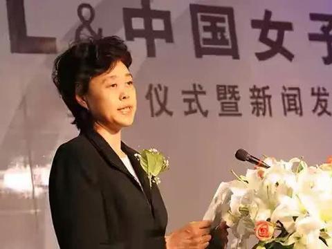 她是中国女排旗帜,资历超郎平,退役后居高位,曾掌管彩票和网球