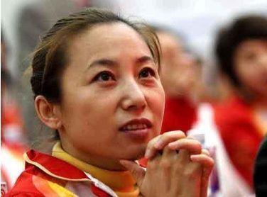 """与郎平是好姐妹,放弃国外高薪回国任教,""""四夺金牌""""成教母"""
