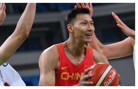易建联为何愿意一直留守广东男篮?阿联直言:给再多钱也不会离开