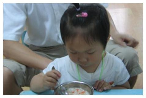 3岁女娃长期积食,体质差!儿科医生:家长没点常识,真坑娃