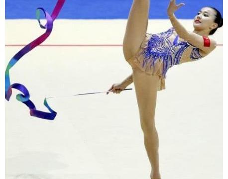 艺术体操女神王子露,16岁展现不俗实力,颜值赛过张豆豆