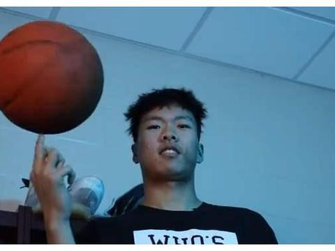 中国18岁天才要参加NBA选秀,曾效力全美最强高中,天赋不输孙悦