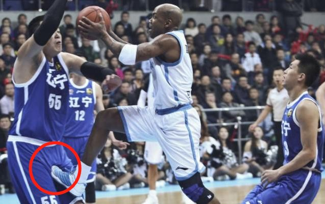 罚球得分比广东男篮多20分!马布里彻底激怒李春江,他说了些啥?