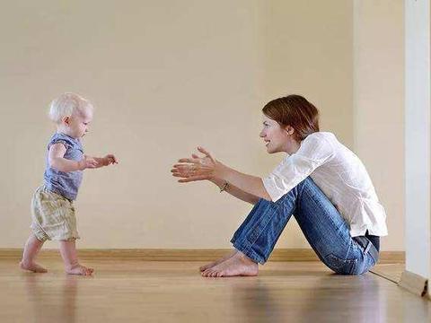 孩子学走路要不要买学步鞋?小鞋子大讲究,宝妈要懂硬知识