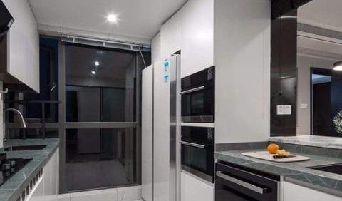 冰箱最适合摆放在什么位置?厨房不是最佳选择,有钱人家放这里