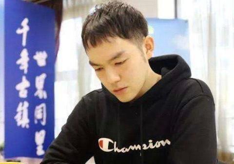 强!李轩豪连胜两位世冠晋级LG杯本赛 世冠对决辜梓豪屠龙檀啸