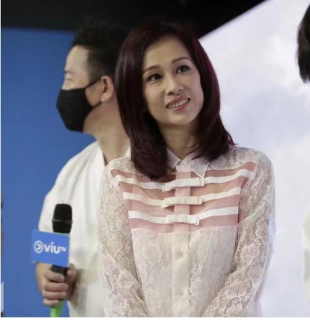43岁港星文颂娴复出,时隔14年搭档欧锦棠拍剧,二人曾多次合作