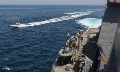 有图为证?美国指责伊朗快艇骚扰美军第五舰队